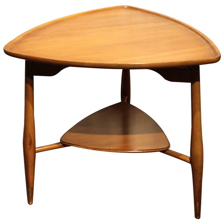 Charmant Mid Century Modern Triangular End Table